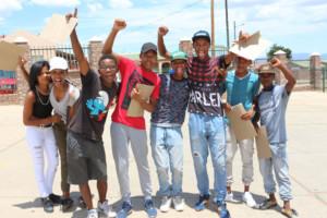 Opgewonde leerders van Bridgton Sekondêr verlede Donderdag nadat hulle hul matriekuitslae ontvang het.