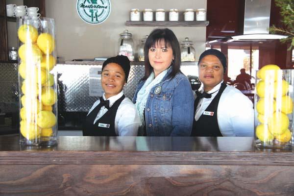 Van links: Clothilda Manuel, Adalene Rudolph (eienaar) en Bettie Philander.   Foto: Wyndham Ewerts